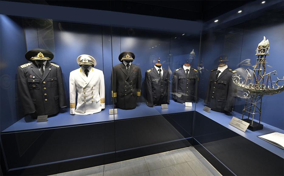 克里克为世界第一邮轮博物馆克里克展柜中的馆藏文物