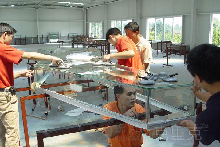 美国安克雷奇阿鲁提克展示中心桌面文物展示柜制作现场